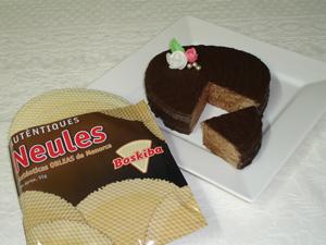 Sugerencia de consumo, tarta de obleas con crema de cacao con avellanas.